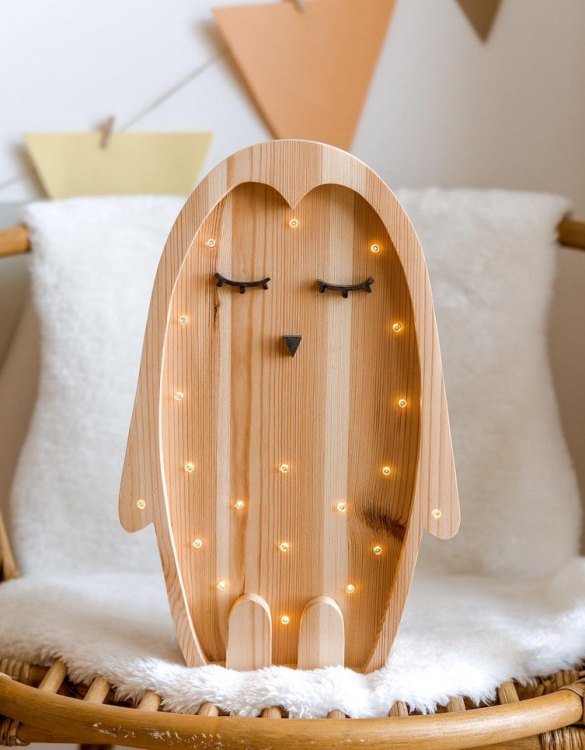 Light up your little one's room with the Wooden Penguin Lamp with Visible Wood, we think bedtime just got easier! The children's night light will help inspire your kids' love for the outdoors and dreams of big adventures and will help add a sense of calm to your little one's bedroom.