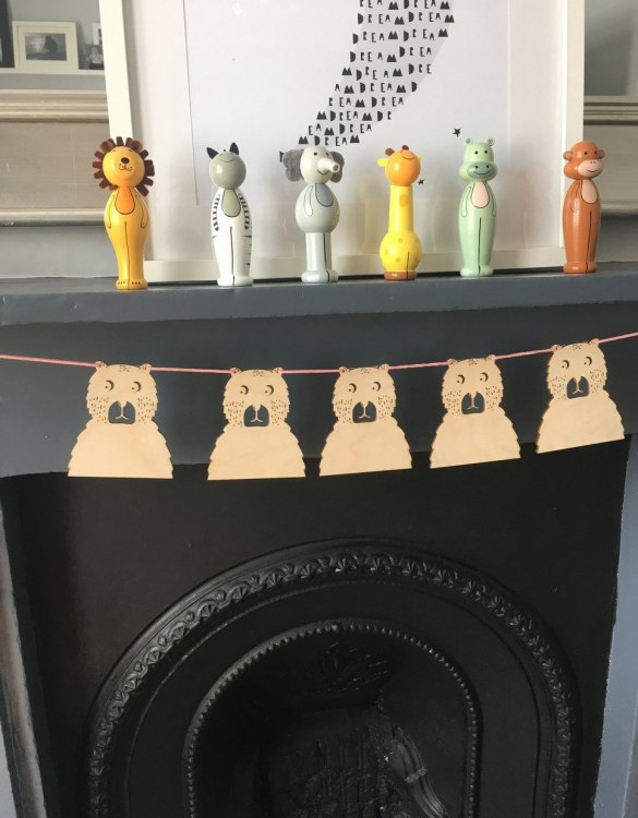 Add a fun finishing touch to a child's room with the Bear Wooden Garland. This unique rustic wooden garland makes a perfect finishing touch to a baby girls' bedroom or nursery.