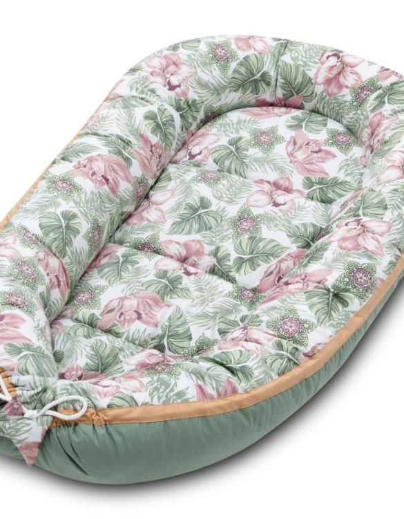 With a stylish design, the Floral Baby Nest Cocoon ensures that your baby sleeps in a cosy and soft environment, which is the best idea when a crib is still very big within the first few months.