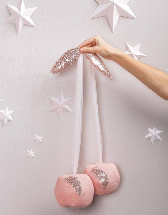 A baby or toddler wall hanging, the Light Rose Velour Cherry Wall Decor makes the cutest gift idea for a new mum and baby. This will make a gorgeous keepsake for years to come and can be admired by all.