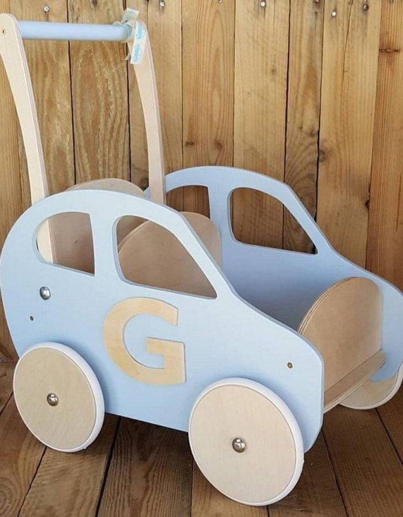 Colourful, fun and educational, the Baby Blue Personalised Wooden Baby Walker will satisfy the most demanding children. This will fulfill their innermost dreams. A personalized wooden walker in the shape of a car for children. Thanks to it, the child will learn to walk and will have fun at the same time.