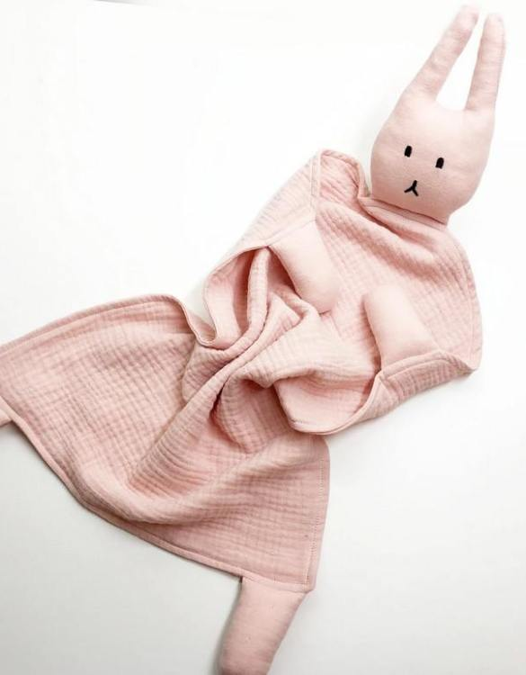 Perfect for tiny little hands to explore and hug, the Peter Rabbits Coral Pink Baby Comforter makes a perfect friend to every baby or toddler. This unique baby comforter toy will encourage babies to explore textures and develop their grabbing skills and become the finest puppet to engage newborns.