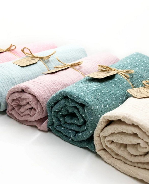 Super soft, and wipeable, the Super Set of 5 Baby Changing Pads is a perfect gift for any new mum. This handmade muslin cotton and the waterproof terry changing pad is must-have for any baby from 0-36 months.