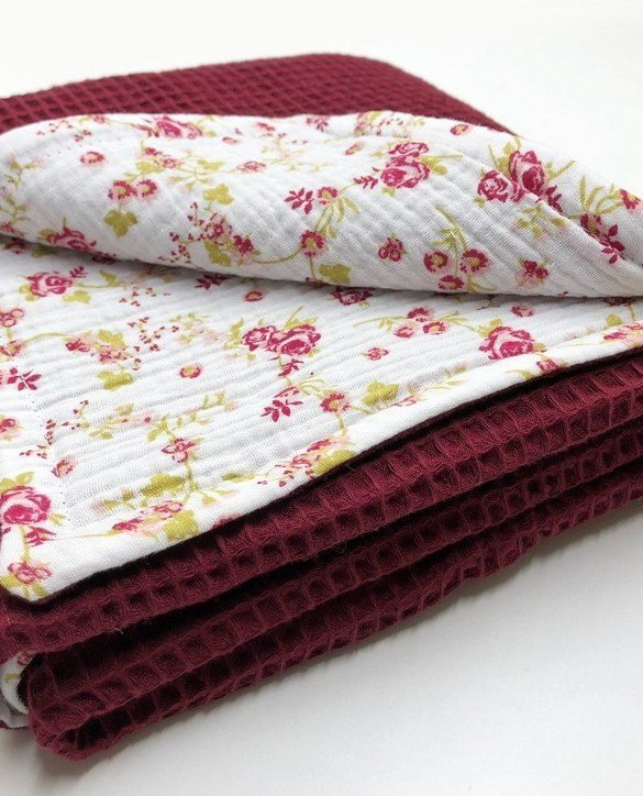 Treat your little one to cosy comfort, the Bordeaux - White Flower Waffle Blanket will keep baby feeling secure and warm, perfect for keeping your baby comfortable when you're out and about. A tender wrap makes your baby feel safe and secure in the big, new world.