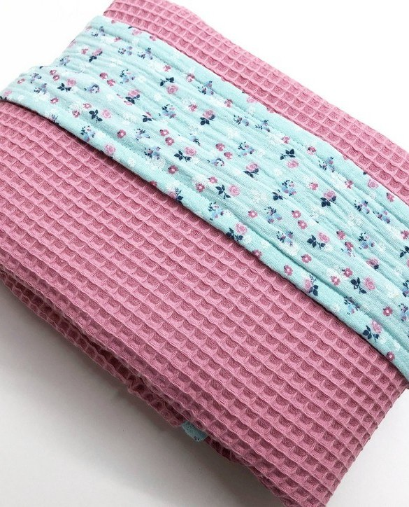 Treat your little one to cosy comfort, the Coral Pink - Blue Flower Waffle Blanket will keep baby feeling secure and warm, perfect for keeping your baby comfortable when you're out and about. A tender wrap makes your baby feel safe and secure in the big, new world.
