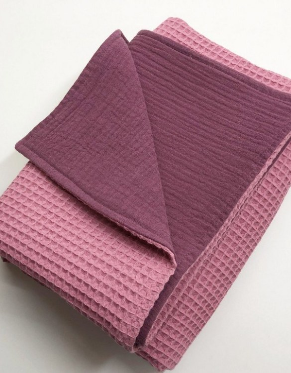 Treat your little one to cosy comfort, the Coral Pink - Plum Pink Waffle Blanket will keep baby feeling secure and warm, perfect for keeping your baby comfortable when you're out and about. A tender wrap makes your baby feel safe and secure in the big, new world.
