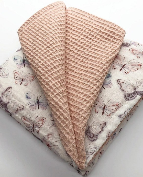 Treat your little one to cosy comfort, the Nude Pink Butterfly Waffle Blanket will keep baby feeling secure and warm, perfect for keeping your baby comfortable when you're out and about. A tender wrap makes your baby feel safe and secure in the big, new world.