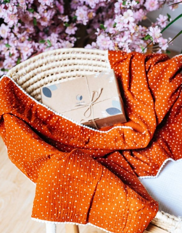 Treat your little one to cosy comfort, the Orange Polka Dot Pompon Blanket will keep baby feeling secure and warm, perfect for keeping your baby comfortable when you're out and about. A tender wrap makes your baby feel safe and secure in the big, new world.