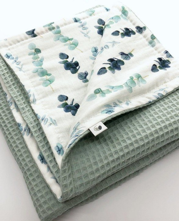 Treat your little one to cosy comfort, the Sea Green Flower Waffle Blanket will keep baby feeling secure and warm, perfect for keeping your baby comfortable when you're out and about. A tender wrap makes your baby feel safe and secure in the big, new world.