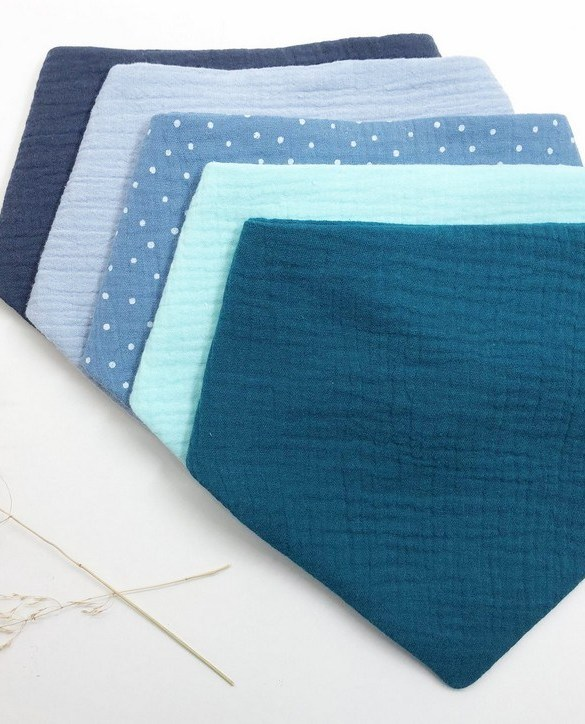 Specially designed to fit newborn to toddler, the Set of 5 Blue Dot Baby Bandana Bibs is very cute and very practical. As everyone knows, a baby can never have too many bibs!
