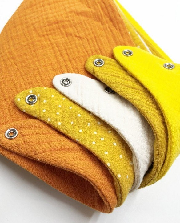 Specially designed to fit newborn to toddler, the Set of 5 Yellow Dot Baby Bandana Bibs is very cute and very practical. As everyone knows, a baby can never have too many bibs!
