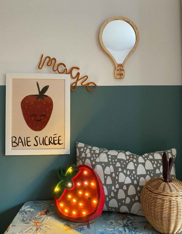 A modern design that will please you and your little one, the Solid Pinewood Mirror Balloon fits perfectly in the nursery or kids' room. Safe and unbreakable acrylic mirror made of high-quality solid pinewood.