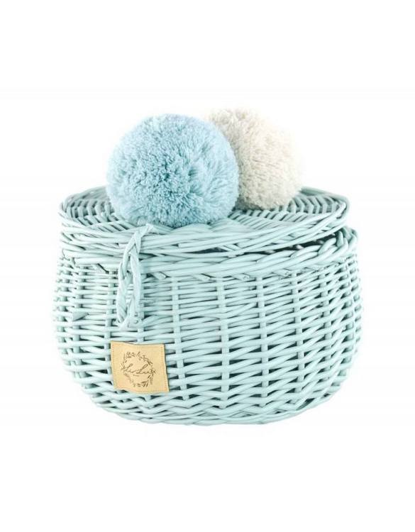 Decorated with pompoms, the Dirty Mint Small Wicker Casket is an elegant element of the decor. A wicker casket for small items. It doesn't matter whether you're 3 or 33, a girl always needs somewhere pretty and practical to store all her treasures.