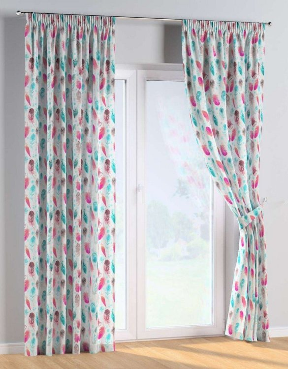 For all those early risers, the Feathers and Dreams Pencil Pleat Kids Curtains is truly a delightful theme for an imaginative toddler. These colourful and vibrant nursery curtains are suitable for girls, boys or toddler bedrooms.