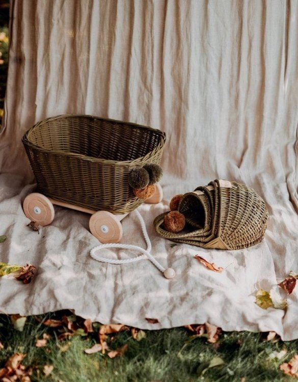 A healthy alternative to other toys, the Khaki Wicker Pull Cart is an artistic handicraft with perfectly selected details. The wicker stroller will not only be a great toy, but also an extraordinary decoration for a child's room.