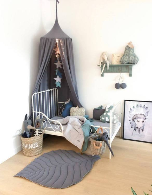 A super cosy retreat, the Baldachin Graphite Children's Bed Canopy create a fun fairytale-like environment in your child's bedroom. This hanging tent can be a castle, a spaceship, a reading nook, but also a great decoration for your house.