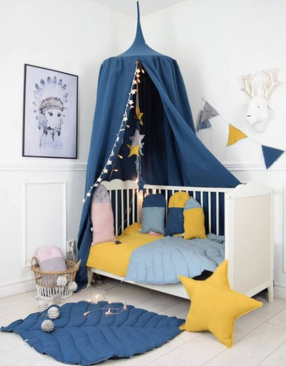 A super cosy retreat, the Baldachin Navy Children's Bed Canopy create a fun fairytale-like environment in your child's bedroom. This hanging tent can be a castle, a spaceship, a reading nook, but also a great decoration for your house.