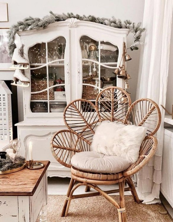 A great way to invite nature into your home, the Natural Rattan Flower Armchair is an extraordinary decoration for a toddler's and older child's room and a very comfortable piece of rattan furniture.