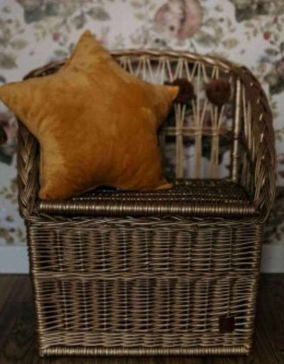 Great for creating a cosy corner, the Old Gold Wicker Seat With Trunk is perfect as a decorative statement in your living room. These amazing wicker seats with storage are the perfect solution to your storage needs.