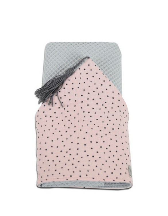 Great for gifting, the Hooded Towel Dots is made from a beautiful 100% cotton terrycloth to make an absorbent yet lightweight fabric. A soft infant hooded towel with a charming muslin hood.