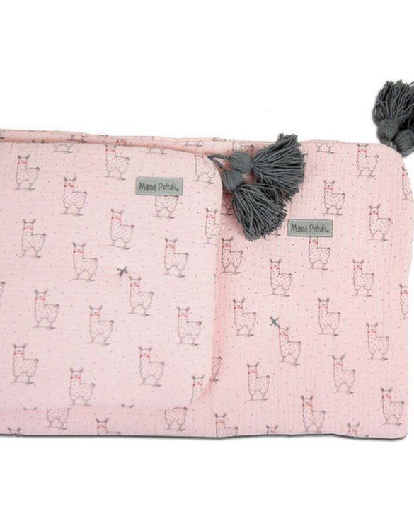 Highly practical and gorgeous looking cot bedding, the Muslin Newborn Bedding Filled Pink Llama perfect to welcome a new baby at home! Give your little one's room the 'wow' factor with this children's bedding set. A great idea for a gift or a layette for a child.