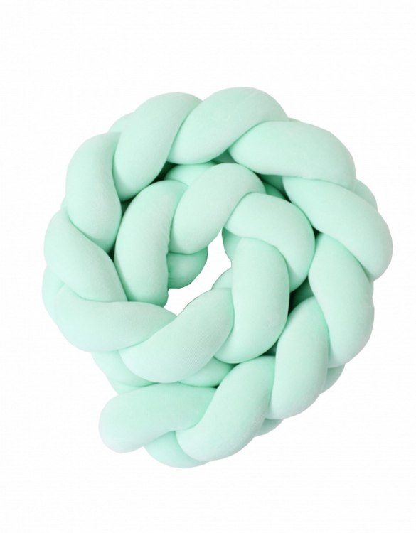 Safe for newborns and babies, the Mint Braided Crib Protector protects against impacts and at the same time creates a modern and exclusive decoration. The braid is ideal for a baby crib and toddler's bed.