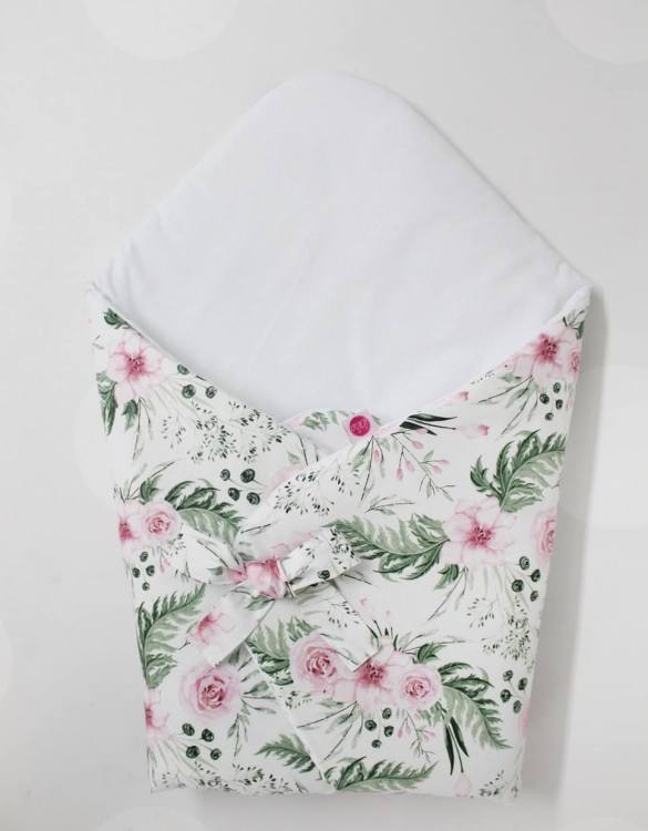 A great idea for newborns, the Peonies Baby Horn is the perfect accessory for the busy on the go parent. Keeps your baby comfortable with out the hassle of losing dropping or running over your blanket!