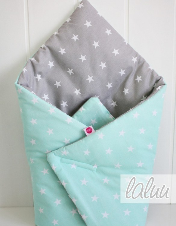 A great idea for newborns, the Stars On Mint Baby Horn is the perfect accessory for the busy on the go parent. Keeps your baby comfortable with out the hassle of losing dropping or running over your blanket!
