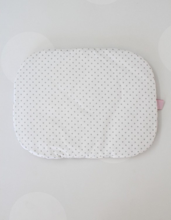 Beautifully soft and cuddly, the Grey Dots Baby Flat Head Pillow is an adorable gift for a baby shower and also for nursery or kids' room decoration. A child up to 2 years old should sleep on a flat pillow.
