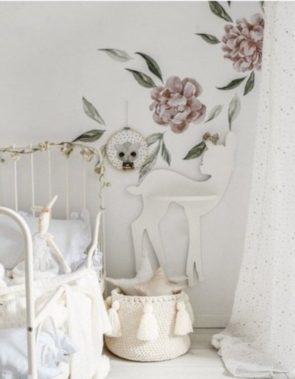 The perfect way to display your treasures, the Baby Deer Children's Wall Shelf is a beautiful addition to any child's bedroom or playroom! Put decorations, stuffed animals or smaller toys on the shelf and get a unique element of a children's room.