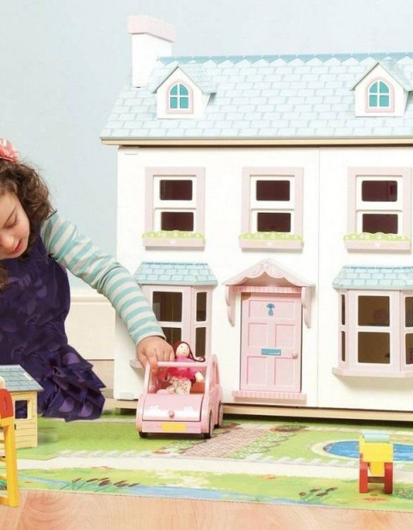 Perfect for imaginative play. the Mayberry Manor Wooden Dolls House comes with a beautiful set of furniture and accessories making playtime even more fun. A beautiful and design scandi dolls house in a wooden design will delight the heart of every little girl.