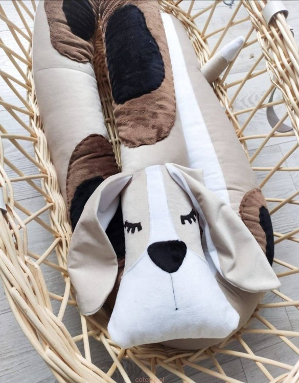 Highly practical and gorgeous looking cot bedding, the Beagle Dog Cot Bumper is perfect to welcome a new baby at home! It is not only a protection but also a soft friend who will make sure that the child does not feel lonely during sleep.