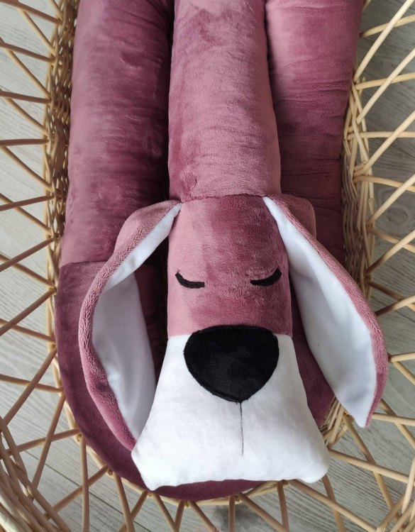 Highly practical and gorgeous looking cot bedding, the Fox Glove Minky Dog Cot Bumper is perfect to welcome a new baby at home! It is not only a protection but also a soft friend who will make sure that the child does not feel lonely during sleep.