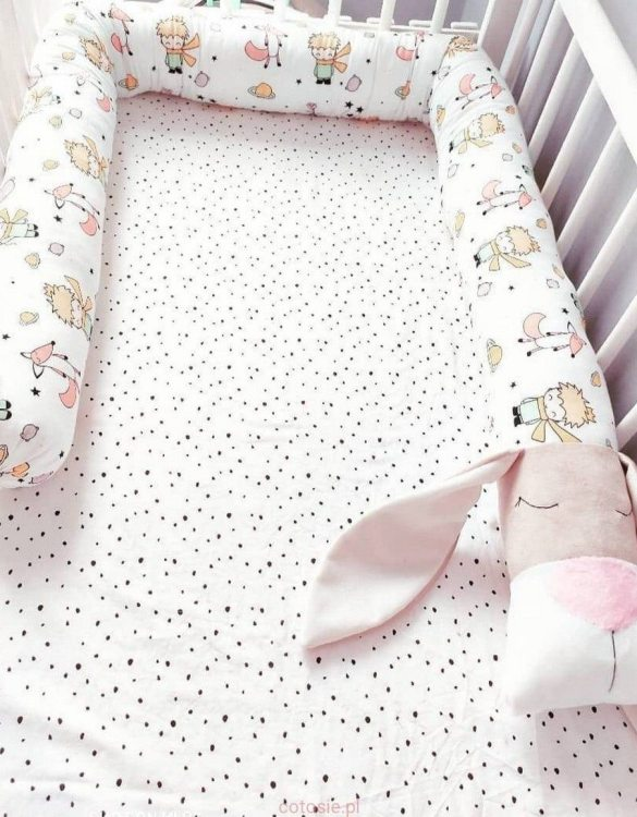 Highly practical and gorgeous looking cot bedding, the Little Prince Dog Cot Bumper is perfect to welcome a new baby at home! It is not only a protection but also a soft friend who will make sure that the child does not feel lonely during sleep.