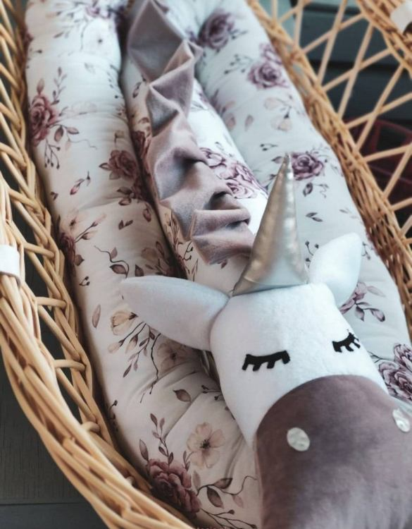 Highly practical and gorgeous looking cot bedding, the Unicorn Tea Roses Cot Bumper is perfect to welcome a new baby at home! It is not only a protection but also a soft friend who will make sure that the child does not feel lonely during sleep.