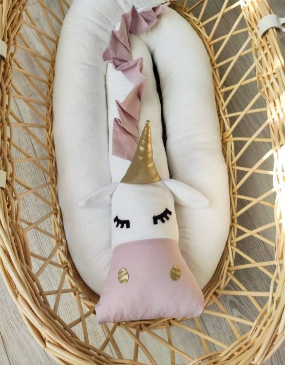 Highly practical and gorgeous looking cot bedding, the Unicorn White Velvet Cot Bumper is perfect to welcome a new baby at home! It is not only a protection but also a soft friend who will make sure that the child does not feel lonely during sleep.