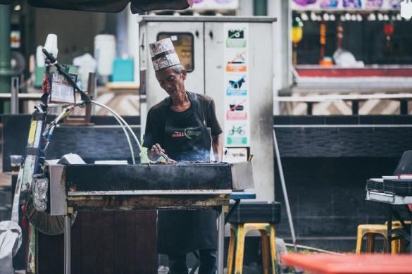 09-hawker-satay-cooking