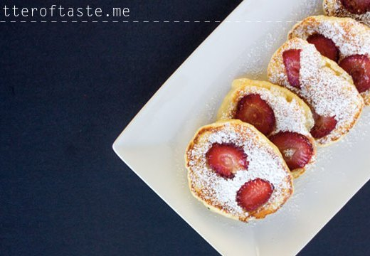 yoghurt_pancakes with strawberries