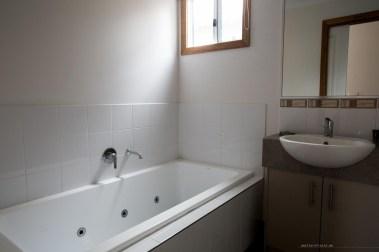 bright-big4-luxury-villa-bathroom