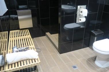 virgin-australia-melbourne-lounge-shower