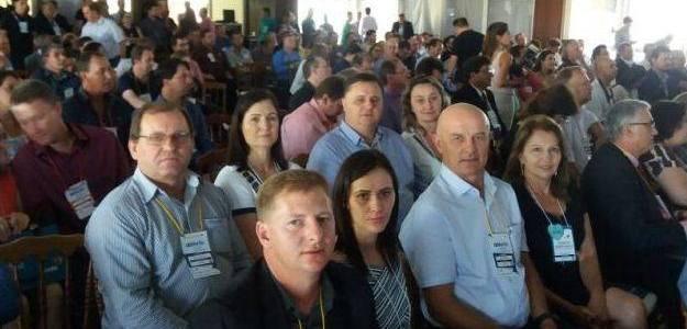Prefeitos da AMAU participam de Assembleia de Verão da Famurs