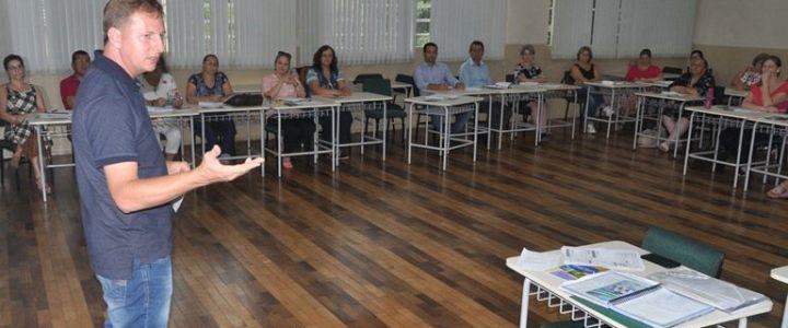 Presidente da AMAU participa de reunião do CONSEME