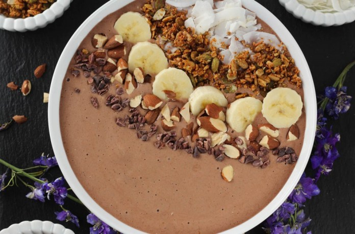 "Chocolate ""Peanut Butter"" Protein Smoothie Bowl"