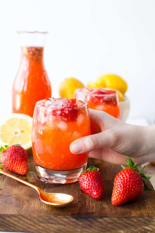 HEALTHY STRAWBERRY LEMONADE WITH CHIA SEEDS