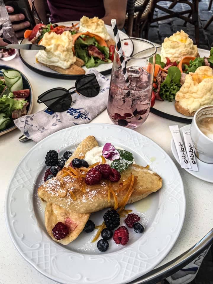 śniadanie we lwowie Tante Sophie cafe escargot