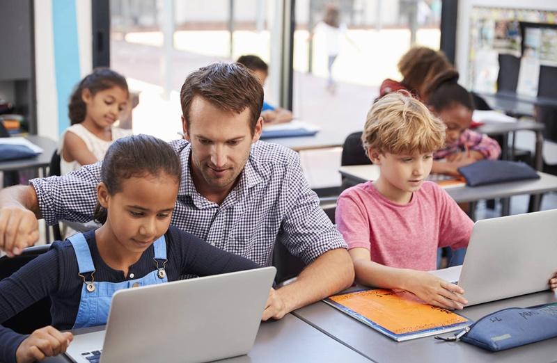 Quais as vantagens que a tecnologia traz para a educação?