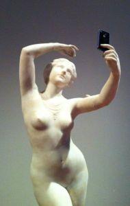 selfie-statue