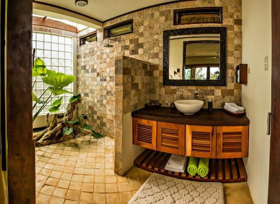yemaya_bathroom