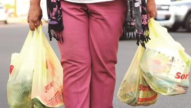 Photo of Llegó el 2020 y supermercados dejan de ofrecer bolsas de plástico