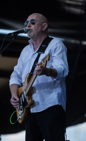 Dave Dobbyn performing live in Matakana, New Zealand, 2018. Image by ZED Pics.